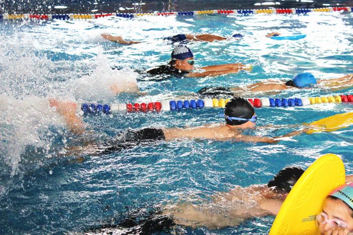 �W生游泳.jpg